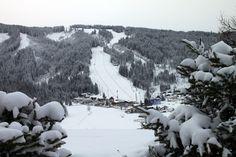 Tief verschneit, der blick auf die Weltcupstrecke in Flachau #worldcupflachau
