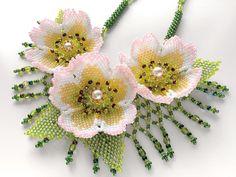 秋明菊の華やかお花畑ネックレス   -   Colorful flower garden necklace AkiAkiraKiku