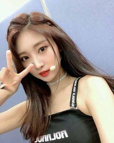 Korean Hairstyles Women, Asian Men Hairstyle, Modern Hairstyles, Wedding Hairstyles, Japanese Hairstyles, Asian Hairstyles, Kpop Girl Groups, Korean Girl Groups, Kpop Girls