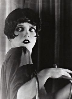 Clara Bow, 1925.