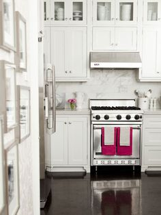 kitchen cabinets to ceiling and oh my those pink towels!!!