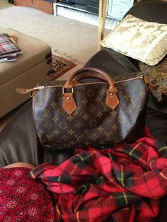 This pre-loved Louis Vuitton Classic Speedy 30 now belongs to me. :)