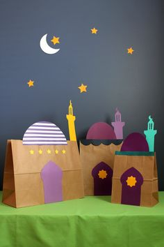 Ramadan kids craft - Transform simple kraft paper bags into playful mosques with our free printable clipart! Eid Crafts, Ramadan Crafts, Ramadan Decorations, Diy And Crafts, Crafts For Kids, Arts And Crafts, Paper Crafts, Paper Glue, Fest Des Fastenbrechens