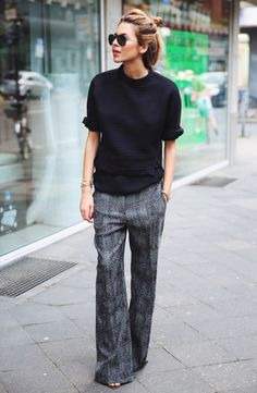 We all know what monochrome outfit is, but how to wear this look in the streets? Today we are going to see some of the best Fall season street style looks in Looks Street Style, Looks Style, Work Fashion, Fashion Looks, Style Fashion, Net Fashion, Classic Fashion, Fall Fashion, Fashion Black