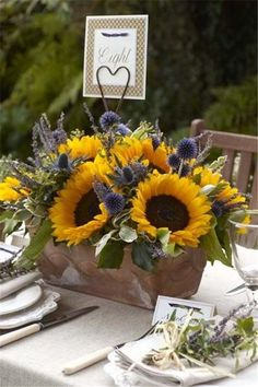 16 Rustic Sunflower Wedding Centerpiece Ideas for Summer and Fall Weddings #cute