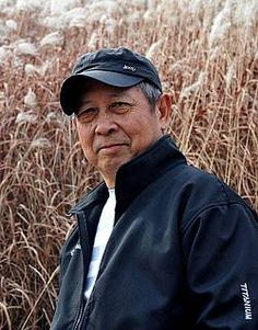 Zhu Chengliang Illustrator of A New Year's Reunion, Best Chinese Children's Picture Book Award Illustrator of Granny Couldn't Fall Asleep, Outstanding Chinese… Award Winner, S Pic, How To Fall Asleep, Childrens Books, Illustrators, Mens Sunglasses, Pictures, Chinese, Style