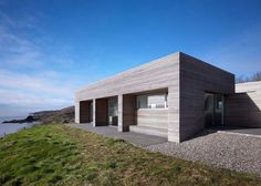 Tight Port na Long σχεδιασμένο από τους Dualchas Architects - Σκωτία  Η μονοκατοικία αυτή σχεδιάστηκε από τους Dualchas Architects ως το σπίτι διακοπών για μια οικογένεια Άγγλων, οι οποίοι επισκέπτονται το νησί για πολλά χρόνια και ήθελαν μια πιο μόνιμη βάση.