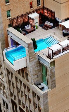 Daytime view of this awesome pool - Downtown Dallas, TX Hotels - The Joule Dallas Hotel Hotels And Resorts, Best Hotels, Downtown Dallas Hotels, The Joule Dallas, Hotels With Infinity Pools, Piscina Do Hotel, Best Rooftop Bars, Rooftop Pool, Hotel Pool