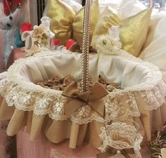 Baptism Party Decorations, Handmade Decorations, Baby Shower Decorations, Shabby Chic Boxes, Shabby Chic Crafts, Burlap Lace, Burlap Flowers, Baby Baskets, Easter Baskets