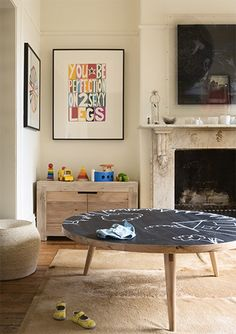chalkboard table - perfect for a playroom or family room. Chalkboard Coffee Tables, Chalkboard Paint, Chalk Paint, Chalkboard Ideas, Magnetic Paint, Chalkboard Banner, Table Cafe, Timber Furniture, Kid Furniture