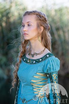 Medieval Dress, Medieval Fashion, Medieval Clothing, Costume Armour, Wedding Dresses With Flowers, Period Outfit, Poplin Dress, Pleated Bodice, Water Flowers