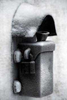 Seinäjoki. Törnävän kirkon portinpylvään uhrilaatikko.   Kuva: Paula Korkiamäki.