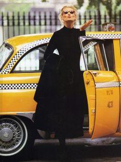 Порой в такси ездят действительно симпатичные девушки!