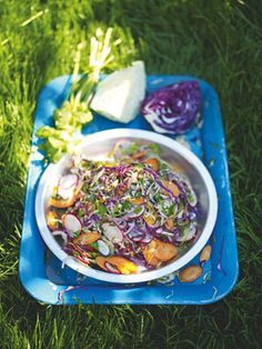 Jamie Oliver - Mexican street salad With shredded cabbage and jalapeño chilli Vegetarian Cabbage, Vegetarian Recipes, Cooking Recipes, Healthy Recipes, Mexican Salad Recipes, Mexican Salads, Brunch, Vegetable Salad, Vegetable Recipes