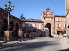 Amandola - the main square and the arch . A lovely town in the Sibillini National Park. #discoveramandola #ebanarte