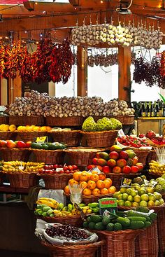 Fruit And Veg, Fruits And Vegetables, Fruit Stall, Produce Displays, Farmers Market Display, Vegetable Shop, Fruit Shop, Store Design, Grocery Store