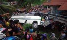 Bus Angkut Mahasiswa Unand Terbalik Dua Orang Tewas dan 40 Terluka - minangkabaunews.com