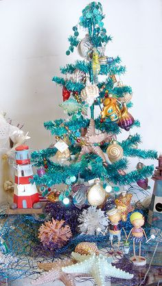Our sea themed trees are some of the most popular at Christmas.......who doesn't love the beach!