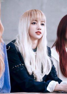 Her makeup looks so good. Blackpink Lisa, Blackpink Jennie, South Korean Girls, Korean Girl Groups, Square Two, Blonde Asian, Peinados Pin Up, Kim Jisoo, Yg Entertainment