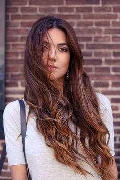 What do you think about looking like a mermaid with long, wavy hair this summer? As you know, differently styled wavy hair styles have become popular in recent years. Whether you have wavy hair. Tiger Eye Hair Color, Hair Colour, Coiffure Hair, Long Wavy Hair, Long Curls, Curly Hair, Dream Hair, Pretty Hairstyles, Wavy Hairstyles