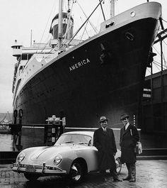 A New-York, en 1958, Ferdinand Alexander avec son père, devant une 356A © Porsche