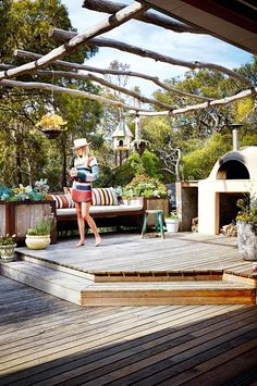 The incredible home of fashion designer Arabella Ramsay. From the February 2016 issue of Inside Out magazine. Styling by Julia Green and Noël Coughlan. Photography by Armelle Habib. Available from newsagents, Zinio, http://www.zinio.com, Google Play, https://play.google.com/store/magazines/details/Inside_Out?id=CAowu8qZAQ, Apple's Newsstand, https://itunes.apple.com/au/app/inside-out/id604734331?mt=8ign-mpt=uo%3D4 and Nook.