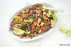 Deze thaise quinoa salade is een heerlijke maaltijdsalade met lekker veel groenten. Broccoli, rode kool, paprika, wortel, avocado, zo goed!