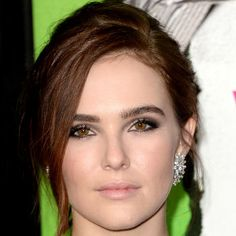 Zoey Deutch Smoky Eyes - Zoey Deutch was a smoldering beauty with her smoky eye makeup during the 'Vampire Academy' premiere. Bridal Makeup Looks, Pretty Makeup, Simple Makeup, Wedding Makeup, Long Braided Hairstyles, Wedding Hairstyles, Cool Hairstyles, Zoey Deutch, Ethereal Makeup