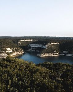 💙 𝐂𝐎𝐑𝐒𝐈𝐂𝐀 Quelques clichés de l'île de beauté. L'article sur mon voyage à Bonifacio est en ligne avec des idées de visites, d'activités à faire et les bonnes adresses, rendez-vous sur le blog Belle soirée . . . #corse #corsedusud #corsica #bonifacio #bonifaciotourisme #turquoise #blogvoyage #travelblog #wanderlust #tourismefrance #lesfrancaisvoyagent #visitcorsica #explorefrance #discoverfrance #hello_france Catamaran, Snorkeling, Corsica, Bonifacio, Hello France, Blog Voyage, Instagram Feed, Travel Destinations, River