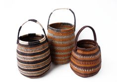 Panier Khwe via Goodmoods by Design Africa Ethnic Chic, Basket Decoration, Textile Patterns, Textiles, Basket Weaving, Bag Storage, Color Mixing, Craft, Handmade