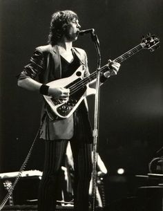 Chris Squire and his Electra Bass (Drama era)