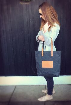 Paper leather tote bag, perfect for work or when you are out & about! Big enough for a laptop but not too clunky on a casual city stroll. Everyday Bag, Black Tote, Leather Bags, Laptop, Tote Bag, City, Paper, Womens Fashion, Casual