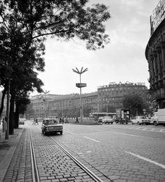 Ilyen is volt Budapest - Marx (Nyugati) tér a Váci út felől nézve Budapest, Railroad Tracks, Arch, Street View, Arches, Bow, Belt