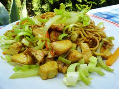 Nudle na thajské kari Meat, Chicken, Ethnic Recipes, Food, Beef, Meal, Essen, Hoods, Meals