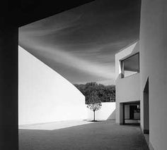 Álvaro Siza Vieira: Museu Serralves , Porto, Portugal Monsaraz, Porto Portugal, Building Structure, Foyer, Interior Inspiration, Galleries, Concrete, Museum, Architecture
