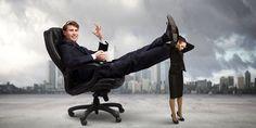 """Der Zukunftsforscher Horx sagt, Megatrends müsse man nicht """"voraussagen"""", sie wären schon da. Der Megatrend Female Shift ist die """"heilsame Verweiblichung"""" von Wirtschaft und Unternehmen. Das Zukunftsbild: ein umfassender Wertewandel in Richtung Selbstorganisation, Empathie und Balance."""