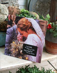NUKBOOK muy especial. Es un regalo de la hermana de la novia, que ha estado guardando todo tipo de detalles y momentos inolvidables de los preparativos del gran día. Como sorpresa, después de la boda, les han entregado este NUKBOOK, y nos comentan que están realmente encantados.