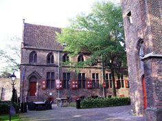 Piazza dell'antica Chiesa dei domenicani (oggi sconsacrata), dove è sepolto il Beato Alano della Rupe