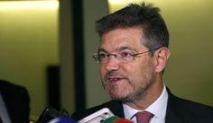 El ministro de Justicia, Rafael Catalá, se dirige a los medios de comunicación.