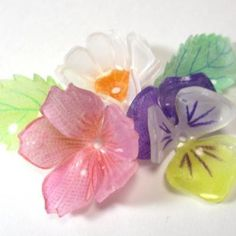 Exactly how Plastic sheeting can protect your life in an emergency situation. Plastic Bottle Flowers, Recycle Plastic Bottles, Plastic Art, Handmade Flowers, Diy Flowers, Resin Crafts, Jewelry Crafts, Presents For Your Boyfriend, Shrink Plastic Jewelry
