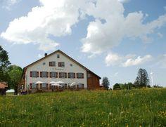 Auberge L'Assesseur au Mont-Soleil (JU) Restaurants, Swiss Travel, Cabin, House Styles, Home Decor, Terraces, Switzerland, Decoration Home, Room Decor