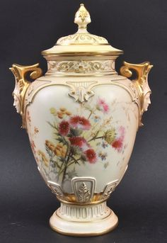 A GOOD LATE 19TH CENTURY WORCESTER BLUSH IVORY VASE AND