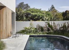 Beaumaris House by Clare Cousins Architects Garden Architecture, Residential Architecture, Interior Architecture, Outdoor Dining Chairs, Outdoor Living, Clare Cousins, Large Open Plan Kitchens, Melbourne Suburbs, Recycled Brick