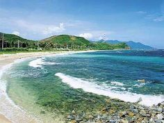 On your North-South journey in Vietnam, there's a very beautiful seaside landscape that you should not miss when passing by central Vietnam, that is, Nhat Le beach, Quang Binh province