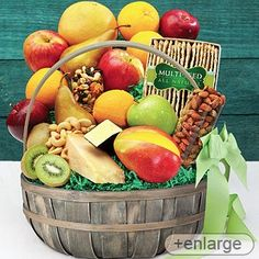 Fruit, Cheese & Nuts Fruit Basket Delicious variety of fruits, nuts, and cheeses! Elegantly presented gift to show you care. Fruit Cups, Fruit Drinks, Fruit Snacks, New Fruit, Fresh Fruit, Gourmet Gifts, Gourmet Recipes, Fresco, Stew Leonard's