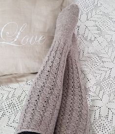 Useat pitkät valepalmikko-villasukat High Socks, Sewing, Knitting, Crochet, Handmade, Fashion, Moda, Thigh High Socks, Dressmaking