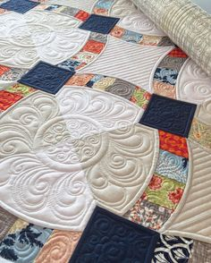 Sherilyn is quilting up her daughters wedding quilt right now and it's sooo beautiful!! This is our Metro Hoops pattern, one of my favorites. @sewwonderfulsherilyn #sewkindofwonderful #quickcurveruler #metrohoops #longarmquilting #customquilting