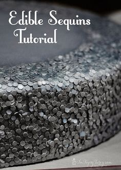 Learn to make amazing edible sequins with gumpaste and silver airbrush paint. Looks amazing, but lots of work! Cake Decorating Techniques, Cake Decorating Tutorials, Cookie Decorating, Cake Decorating Amazing, Cake Decorating Supplies, Craft Tutorials, Decorating Ideas, Decor Ideas, Fondant Cakes