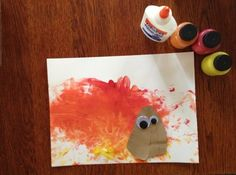 Get into the Thanksgiving spirit with this turkey craft project for toddlers! | Tiggly.com #art #activities #toddlers #paint #craft #Thanksgiving #turkey #fun #projects #preschoolers #artproject #fall #autumn