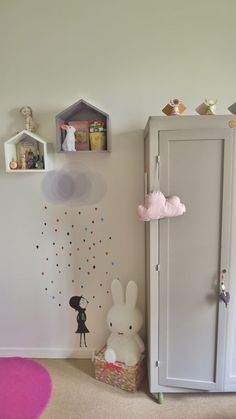Might have pinned this before......love this wall decal for a girl's room